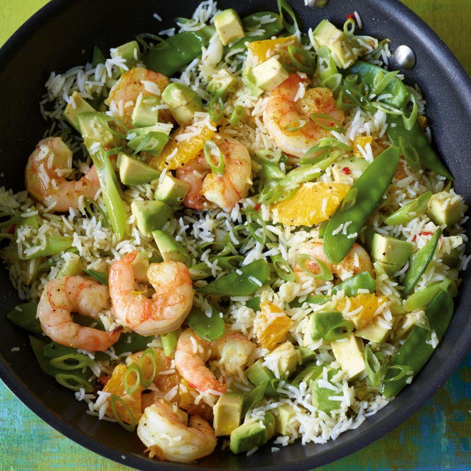 Reispfanne mit Avocado.